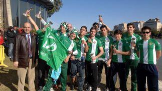 Los juveniles posan para los medios gráficos del Diario de Sevilla.  Foto: Manuel Gómez