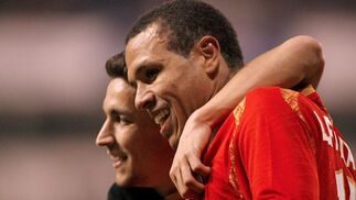 Navas y Luis Fabiano se felicitan.  Foto: Agencias