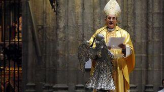 Asenjo dirige unas palabras a los fieles.  Foto: Juan Carlos Vazquez