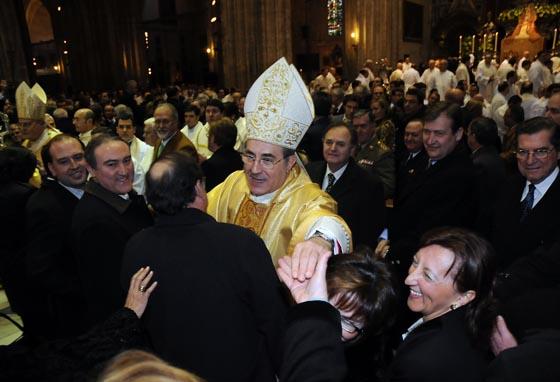 José Bono, presidente del Cogreso, felicita a Juan José Asenjo.  Foto: Juan Carlos Vazquez