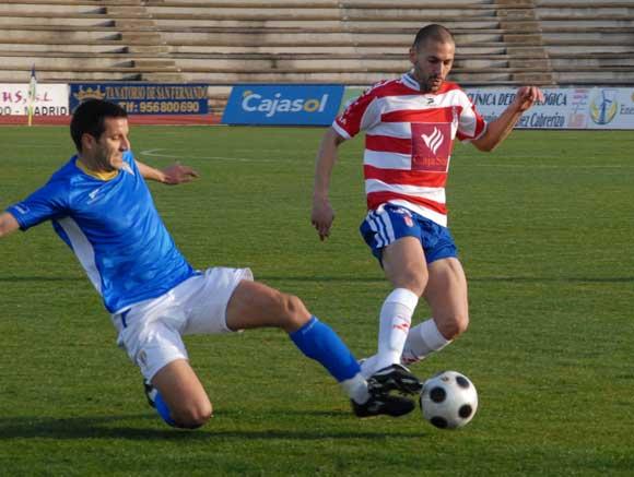 El San Fernando vuelve a caer derrotado (0-1) delante de sus aficionados en el primer partido del año en Bahía Sur.  Foto: Rioja