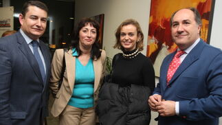 El secretario general del PP de Andalucía, Antonio Sanz, junto a Inmaculada Ortega (CC.OO.),y María del Mar Castro, del Grupo Joly  Foto: ERASMO FENOY / PACO GUERRERO