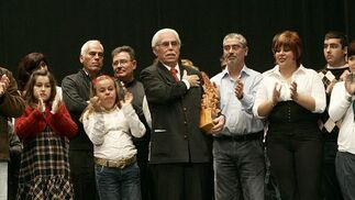 Enrique Villegas agradeció emocionado el homenaje que le rindió el Carnaval por toda su trayectoria.  Foto: Jesus Marin