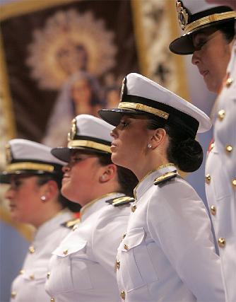 Tipo marcial y marinero para la comparsa femenina de Barbate A la mar Carmela.   Foto: Jesus Marin