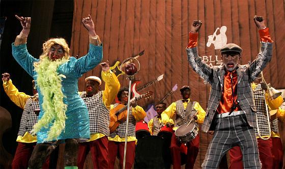 La chirigota Los a la big, a la band, a la big band blues, de Cárdenas y Peñalver.   Foto: Jesus Marin