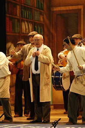 Antonio Rico Segura, Pedro de los Majaras, dirigió a su comparsa cumpliendo así 50 años ligado a la fiesta.  Foto: Jose Braza