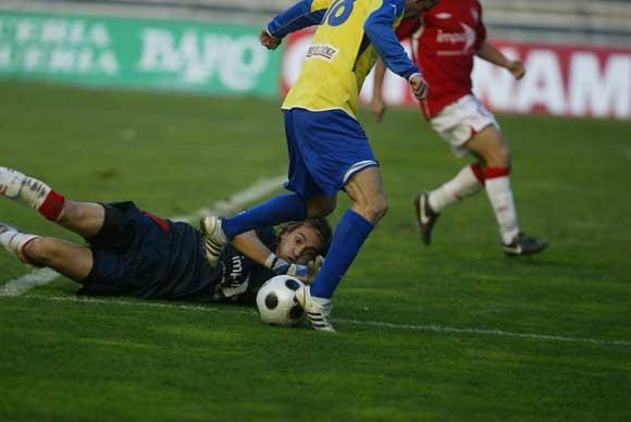 El Cádiz no cuajó su mejor partido ante el Portuense, pero un gol de López Silva en el minuto 62 fue suficiente para decidir el partido./Borja Benjumeda