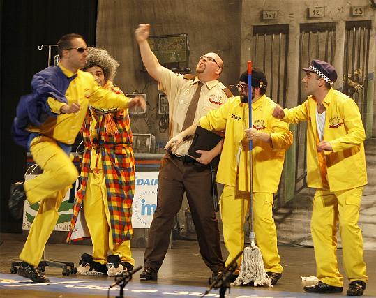 El cuarteto Los que esperando la sentencia... consiguió levantar al teatro con sus grandes golpes.  Foto: Jose Braza