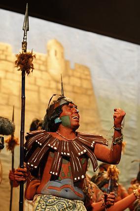Los sevillanos interpretaron con muchas ganas sus letras y agradaron al Falla.   Foto: Jose Braza