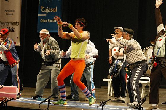 El monitor de aerobic, que no paró un segundo quieto, se ganó los aplausos con su actividad.  Foto: Jose Braza