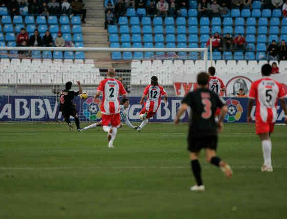 El Almería se tomó un respiro en la Liga con una victoria ante un Athlelic de Bilbao, que presentó un equipo irreconocible en el césped del Mediterráneo.  Foto: Javier Alonso