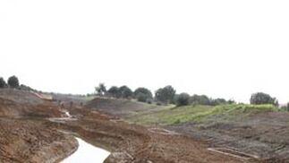 Serpenteante nuevo cauce del arroyo.  Foto: Victoria Hidalgo
