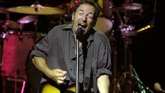Bruce Springsteen, en su primer concierto de la gira de 'The Rising', el 7 de agosto de 2002 en Nueva  Jersey.   Foto: Mike Derer / Ap