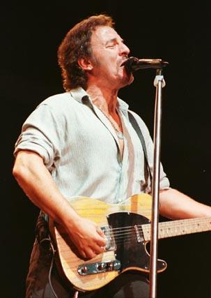 Springsteen, en La Romareda de Zaragoza el 5 de junio de 1999.  Foto: Javier Cebollada / Efe