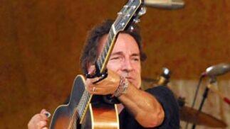 Bruce Springsteen, en el espectáculo que ofreció con la banda 'Seeger Sessions' durante el 37 Festival Anual de Jazz, el 30 de abril de 2006, en en Nueva Orleans.   Foto: David Rae Morris / Efe
