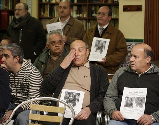 El dolor está presente en el rostro de los conocidos de Marta.  Foto: Antonio Pizarro