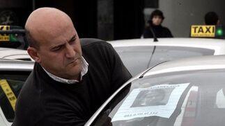 Los taxistas colocan carteles en sus vehículos con el rostro de Marta del Castillo