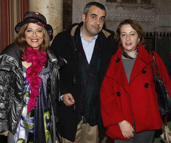 Las concejalas socialistas Marisa de las Cuevas y Carolina amacho, junto a Antonio Moriana  Foto: Jose Braza