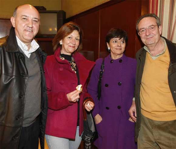 De derecha a izquierda: Rafael Benot, Esperanza Peinado, Charo Lacave y José Gómez Vela  Foto: Jose Braza