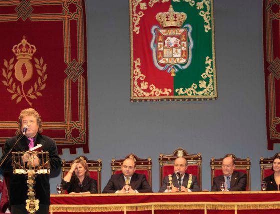 Enrique Morente, en el momento de agradecer su galardón.  Foto: Miguel Rodr?ez