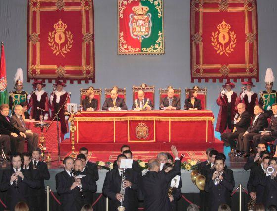 Vista general del teatro Isabel la Católica, donde se entregaron las medallas.  Foto: Miguel Rodr?ez