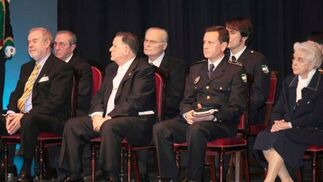 Los premiados, durante el acto.  Foto: Miguel Rodr?ez
