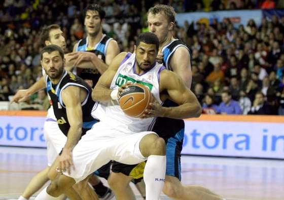 """Massey sale """"intacto"""" del ataque de sus rivales.  Foto: Antonio Pizarro"""