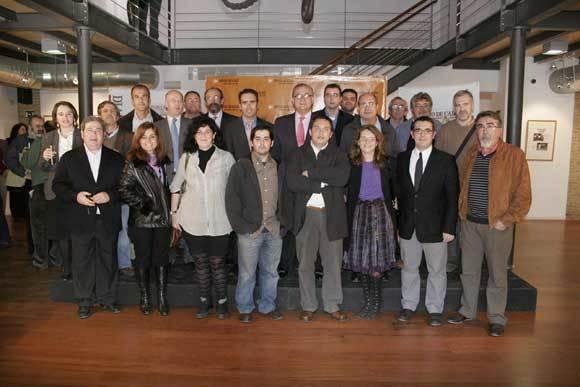 Parte de los compañeros que conforman o han formado parte de la plantilla de la Delegación de El Puerto de Diario de Cádiz con varios de los colaboradores habituales del periódico  Foto: Andres Mora