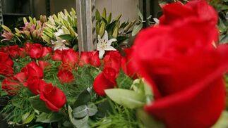 Rosas ya preparadas en Ramitos.  Foto: Victoria Hidalgo - Belén Vargas