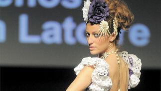 'Araceli Curado' hizo de los escotes de espalda, potentísimas armas de seducción.  Foto: Manuel Aranda