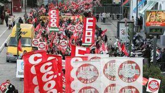 """CCOO y UGT califican de """"éxito"""" la respuesta a la convocatoria mientras que la policía cifró en 2.500 el número de asistentes.  Foto: Pascual"""