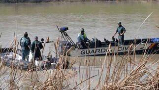 Lanchas de la Guadia Civil sobre el río Guadalquivir  Foto: Juan Carlos Vazquez/Victoria Hidalgo/Jose Angel Garcia