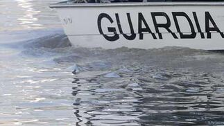 Un miembro de la Unidad de Buzos sale a la superficie para tomar aire  Foto: Juan Carlos Vazquez/Victoria Hidalgo/Josengel Garcia