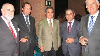 Antonio Carrillo (CEA), Juan de Porres (Landaluz), Manuel Jurado, presidente de Landaluz, Felipe Callejo y Santiago Herrero, presidente de la CEA.  Foto: Victoria Ramírez