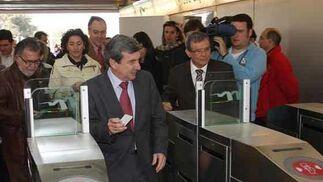El Consejero de Obras Públicas y Transportes, Luis García Garrido, en su visita al tramo de Metro de Sevilla en el Aljarafe.  Foto: Jose Angel Garcia