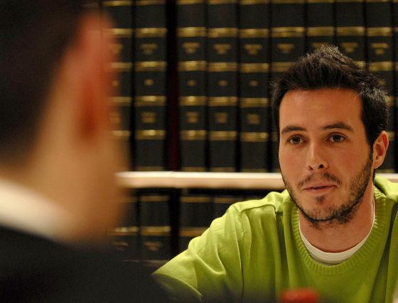 Juan Francisco gutiérrez frente al militante de las Juventudes Socialistas. / Jesús Ochando  Foto: Jes?chando