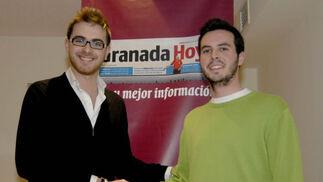 Guillermo Quero y Juan Francisco Gutiérrez se saludan antes del debate. / Jesús Ochando  Foto: Jes?chando