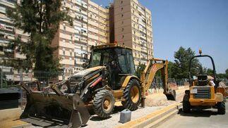 Parte de la maquinaria utilizada en la construcción del carril bici./ Belén Vargas