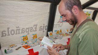 En el interior del hospital de campaña encontramos distintos folletos informativos.  Foto: Salvador Rodriguez Caña