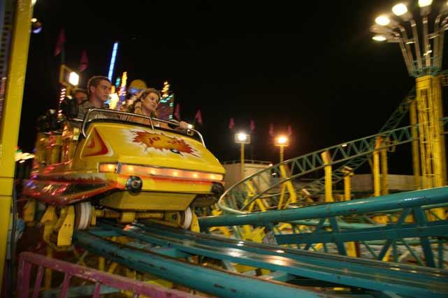 Los jóvenes tampoco se pudieron resistir a soltar adrenalina en las atracciones. FOTO: PUNTO PRESS