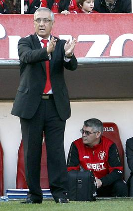 El equipo de Pellegrini, escarmentado por el último tropiezo, salió más que dispuesto a desactivar al Sevilla. En la primera parte provocó la desesperación de la grada, que veía a su equipo sin saber cómo morder a la zaga blanquiazul. El empate aplaca en cierto modo los malos resultados de la jornada.  Foto: EFE/ josé Manuel Vidal
