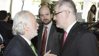 Isaías Pérez Saldaña, Alfonso González Hermoso de Mendoza y Antonio Ávila.   Foto: J.C. Vázquez Y J.A. García