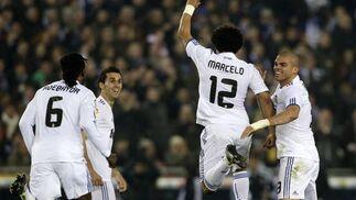 El Real Madrid vence en casa del Espanyol (0-1) y se pone a cinco puntos del Barcelona. / Reuters