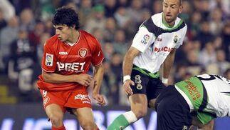 El Sevilla pierde un punto en el descuento frente al Racing (3-2). / EFE
