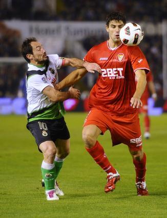 El Sevilla pierde un punto en el descuento frente al Racing (3-2). / Reuters