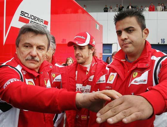 El brasileño Rubens Barrichello cierra, por delante del japonés Kamui Kobayashi y el español Fernando Alonso, la tabla de tiempos en la última jornada de entrenamientos en el circuito de Jerez  Foto: Pascual