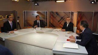 Uno de los momentos del debate.  Foto: Antonio Pizarro
