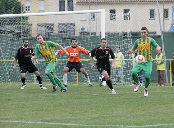 La Unión, que durante la primera parte desaprovechó hasta seis ocasiones de gol, vuelve a sufrir un bajón en la segunda parte./Fotos:Vanessa Pérez