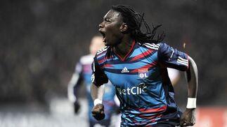 Gomis celebra el gol del empate del Olympique de Lyon. / AFP