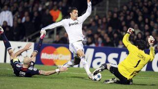 Ronaldo encara a Lloris. / AFP
